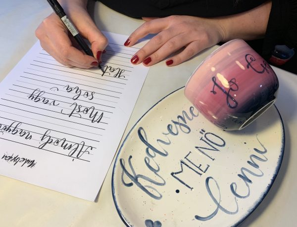 Kalligráfia-workshop-MadeByYou-Alkotóműhely-Egyedi-kerámiafestés-Budapest